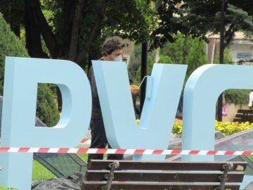 """Ремонтират надписа """"Русе"""" в Градската градина"""