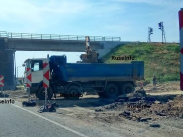 """Подготвя се земната основа на пътя в разширението при """"тапата"""" на Дунав мост 1"""