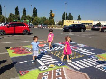 Паркингът пред Jysk и Lidl Гюргево стана учебна площадка по безопасност на движението за деца