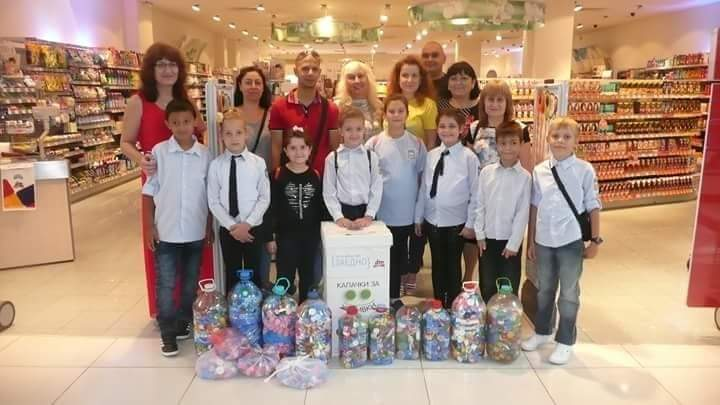 """Третокласници от СУ """"Йордан Йовков"""" - Русе се включиха в кампанията ,,Заедно за по-добър свят-капачки за усмивки"""""""