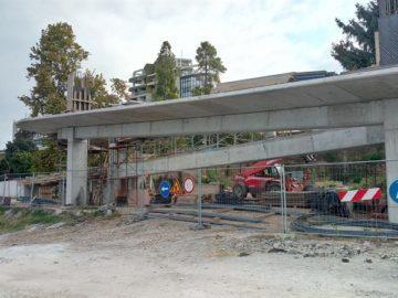 """Грубият строеж на новата пасарелка на бул. """"Придунавски"""" почти готов"""