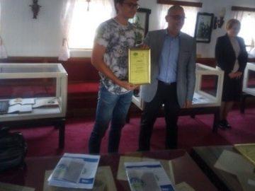 """Ученик от ПГМТ """"Юрий Гагарин"""" с награда за I място в Първия национален конкурс за есе на тема """"Моето бъдеще – иновации, електромобилност и ядрената енергетика"""""""