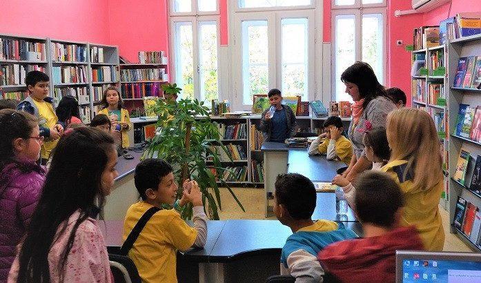 """Над 100 ученици от ОУ """"Никола Обретенов"""" с нови читателски карти"""