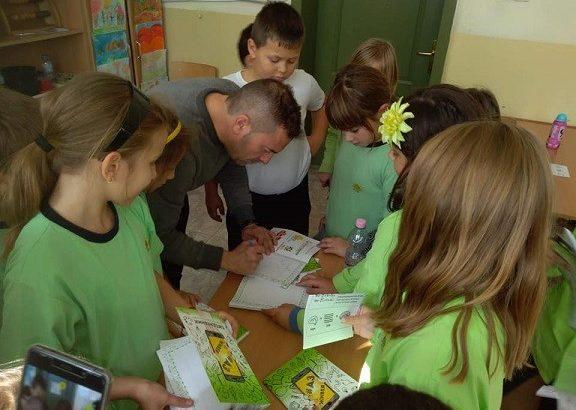 """Ежедневници за рецепти и хранителен режим получиха учениците по проект """"По-здрави деца"""" в ОУ """"Иван Вазов"""""""