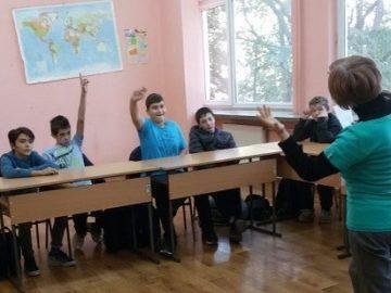 """Петокласници от СУ """"Възраждане"""" - Русе честваха Деня на народните будители"""