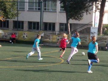 """Над 120 ученички се учиха на футбол в """"Арена Русе"""""""