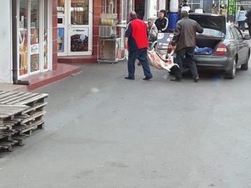 Търговец зарежда по впечатляващ начин магазина си за месо на Централния пазар в Гюргево