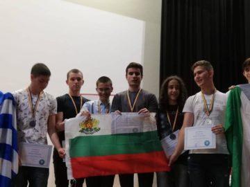 """Злато и бронз донесоха информатиците от ПМГ """"Баба Тонка"""" от турнир в Румъния"""