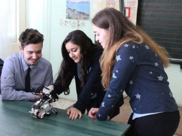 Клуб Роботика към МГ Баба Тонка