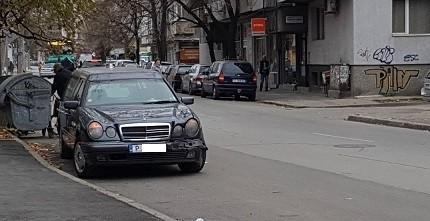 Катафалка катастрофира в Русе преди малко