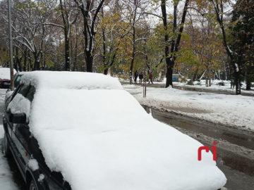 сняг зима кола път
