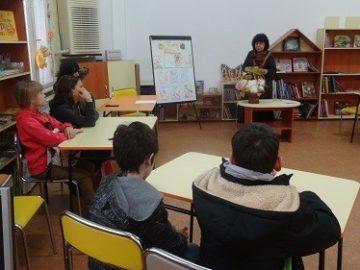 """Юлия Гецова сподели своето творчество със съботните посетители на Детски отдел на Регионална библиотека """"Любен Каравелов"""" - Русе"""