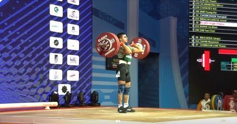 Три световни рекорда записа 17 - годишният русенец Ангел Русев на световното първенство по вдигане на тежести