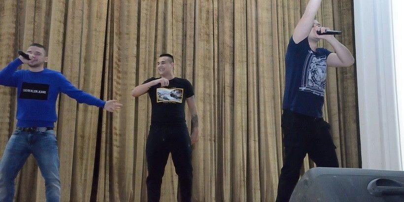 """Благотворителен концерт в подкрепа на своите учители Елена Павлова и Стефан Петров организираха бивши и настоящи възпитаници на ОУ """"Любен Каравелов"""""""