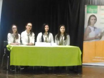 """Победа на ученици от СУЕЕ в състезанието по английски език """"Образование на бъдещото"""""""