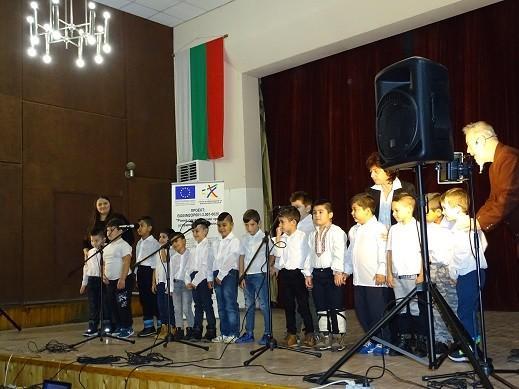"""Във Ветово се проведе второто издание на фестивала """"Децата на Ветово пеят и танцуват"""""""