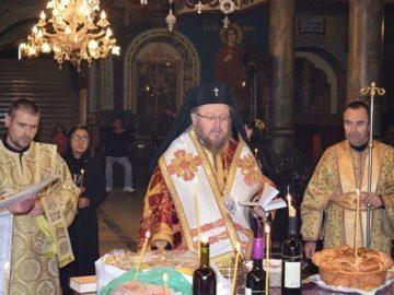 """Архиерейска света литургия и панихида за задушница в катедралния храм """"Света Троица"""""""