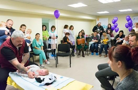 Повече от петнадесет деца и техните родители се срещнаха по повод Световния ден на недоносените деца