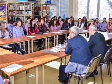 """Първа за настоящата учебна година лекция на съдия и прокурор в СУПНЕ """"Фридрих Шилер"""""""