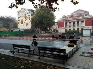 Започна монтажът на ледената пързалка в Русе