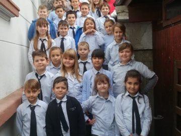С много усмивки и веселие днес второкласниците от СУ Йордан Йовков отбелязаха Световният ден на Добротата