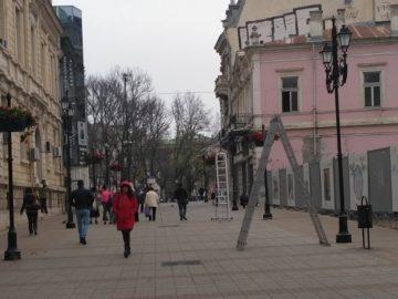 """Ефектно осветление, наподобяващо """"Небе"""" се монтира по ул. """"Александровска"""""""