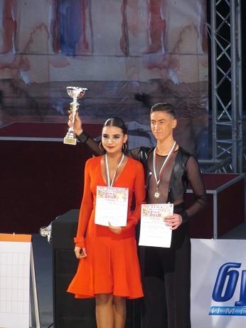 Повече от 300 танцови двойки от над 25 държави се включват в международния турнир по спортни танци в Русе + ВИДЕО