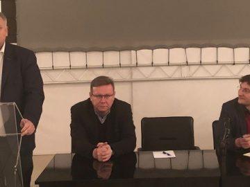 Евродепутатът Петър Курумбашев и Явор Дачков се срещнаха с жители на Русе в Доходното здание