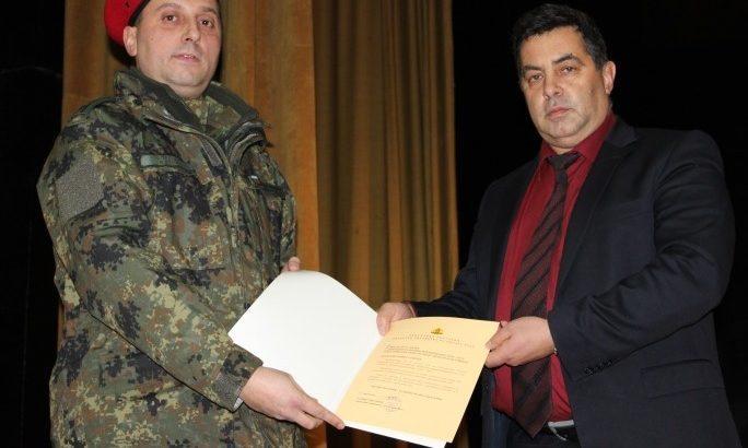 Областният управител с поздравление по повод Деня на сухопътните войски
