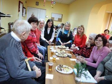 """Светлана Ангелова се включи в подготовката за Коледа в дневния център за стари хора на фондация """"Трета възраст"""""""