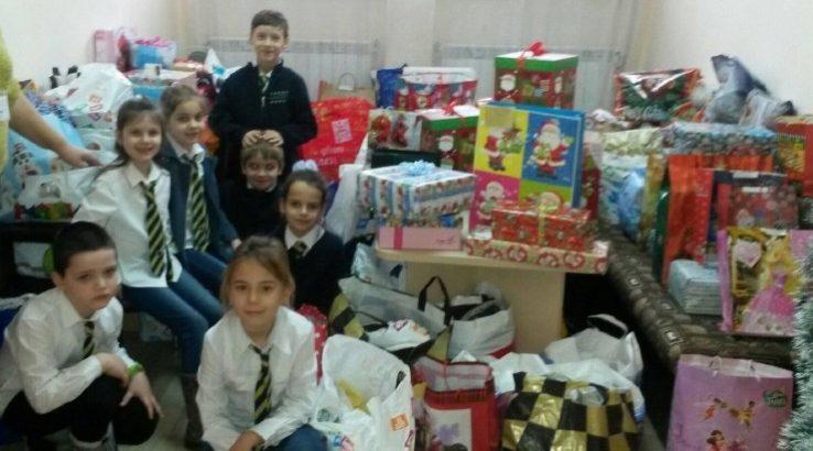 Ученици изпълняват мечти за Коледа в СУ за европейски езици