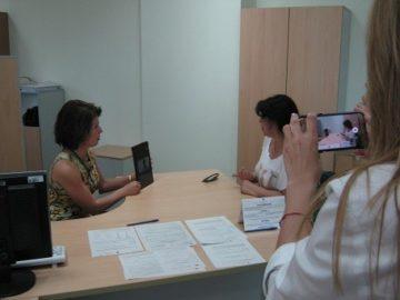 НАП - Русе: НАП въведе услуга за видео жестов превод за хора с увреден слух