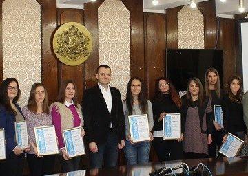 Студенти получиха сертификати за успешно проведен стаж в Община Русе