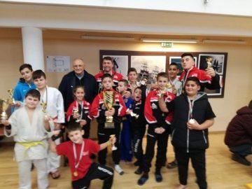 Купи и медали за УСШ от Коледен турнир по джудо във Варна