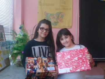 """СУ """"Възраждане"""" участва активно в рождествена благотворителна акция """"Сътвори добро!"""""""