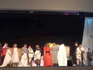 """""""Коледна магия"""" завладя сърцата на родители, ученици и учители на благотворителния концерт на СУ за европейски езици"""