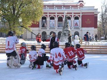 Вълнуващ демонстративен мач представи в Русе детският отбор по хокей на лед на ЦСКА