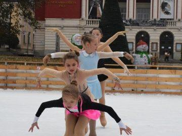 Танц и грация върху лед в Русе