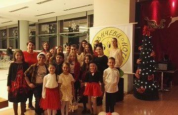 "Вокално студио ""Слънчеви ноти"" – доброволен посланик на Българската Коледа с концерт и базар в МОЛ Русе"