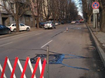 Машината за фугиране на русенските улици работи в последните дни на декември