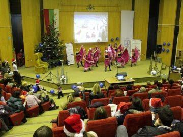 """ОИЦ - Русе зарадва деца и младежи от социалните услуги с празничен концерт под мотото """"Моята европейска Коледа"""""""