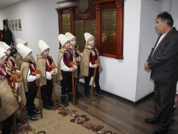 Коледарчета посетиха Областна администрация - Русе