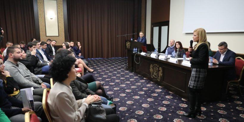 """Народният представител Светлана Ангелова участва в регионална конференция """"Развий потенциала си в България"""""""