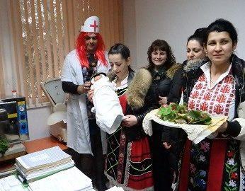 Баби гласуваха свой Кодекс и избираха коя е най-секси на празника си в община Ценово