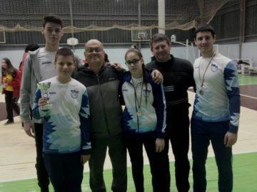 """Младите стрелци с лък на """"Джамбо"""" стартират новата година с три златни медала в турнира на закрито """"Дунавски стрели"""""""