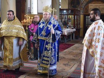 Русенският митрополит Наум отслужи света литургия в Бяла на Ивановден