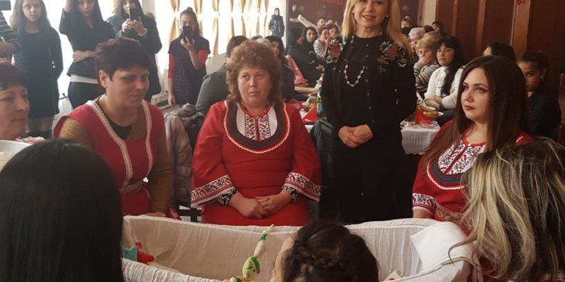 Народният представител Светлана Ангелова поздрави жителите на Караманово по повод Деня на родилната помощ в Караманово