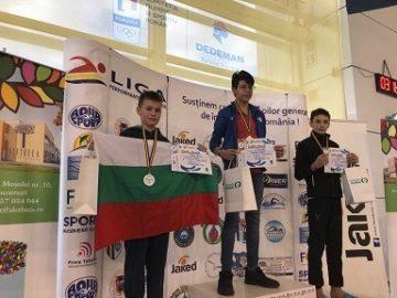 Дарен Кирилов с три медала на тежки дисциплини в румънската плувна лига