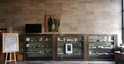 """В Регионална библиотека """"Любен Каравелов"""" е подредена изложба за Никола Даков"""