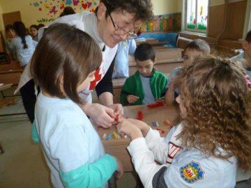 "Работилница за мартенички в СУ ""Й. Йовков"" организираха доброволки от БЧК"